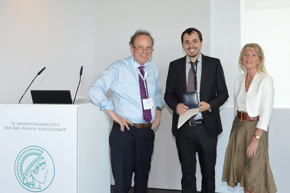 <p>Angelo Romano is awarded the Otto Hahn Medal for the year 2018 by the Max Planck Society</p>